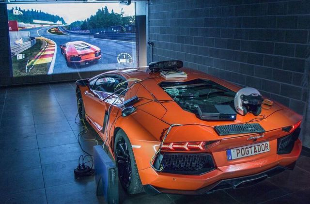 Геймер превратил суперкар Lamborghini Aventador в геймпад (фото + видео)