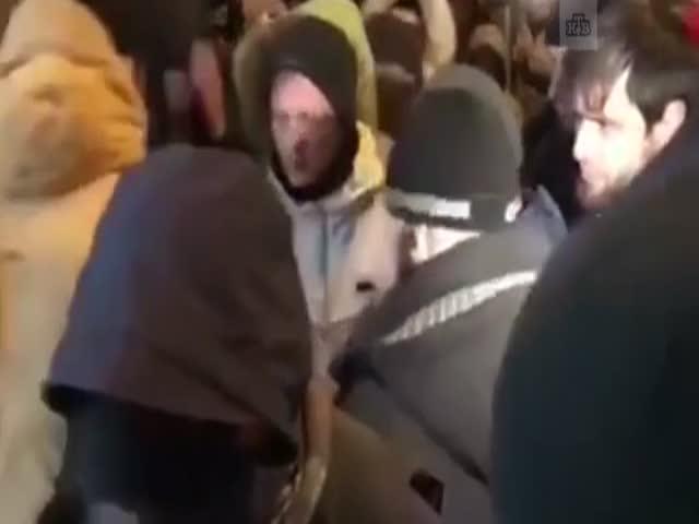 В Москве в очередь за iPhone X привели ветерана