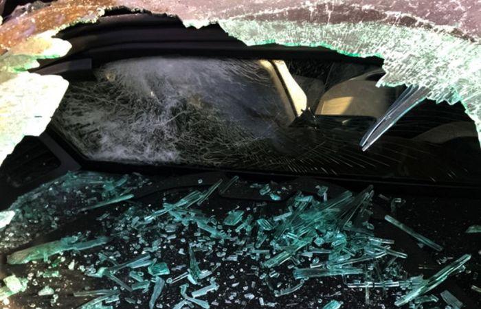 Американец пообещал 10 тысяч долларов тому, кто назовет человека, разбившего его спорткар BMW i8 (4 фото)