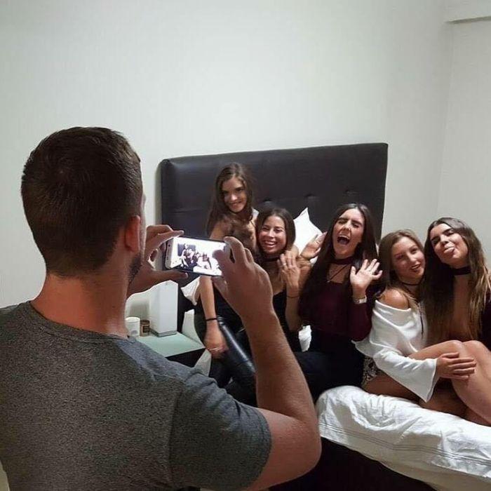 Парни фотографируют своих девушек для Instagram (27 фото)