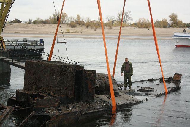 Со дна Волги подняли бронекатер БК-31, оборонявший Сталинград (6 фото)