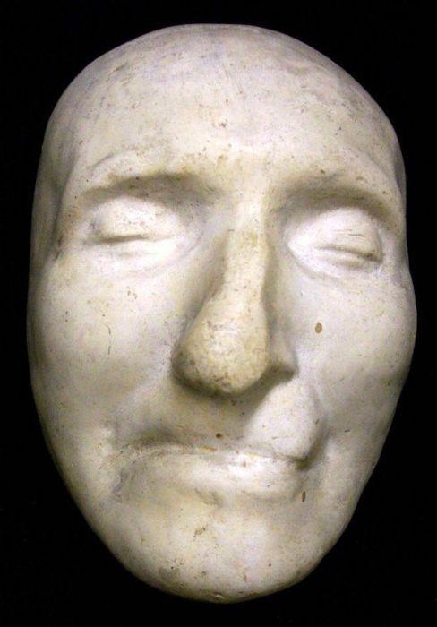 Посмертные маски великих людей (24 фото)