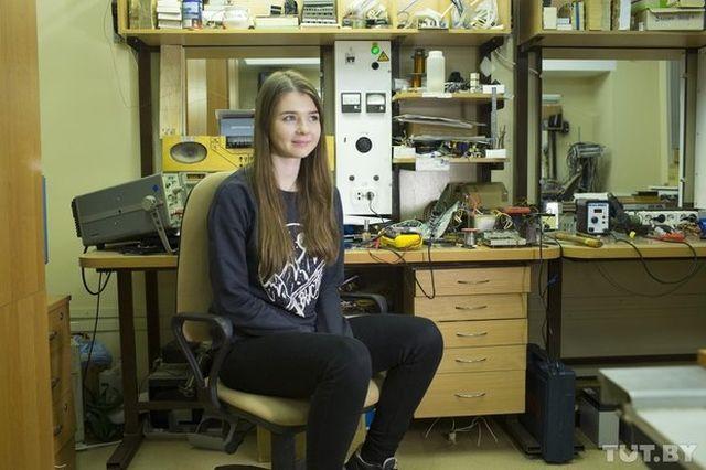 В порноактрисе узнали героиню статьи об успешной девушке-инженере из Белоруссии (3 фото)