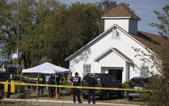В США мужчина расстрелял прихожан церкви (11 фото)