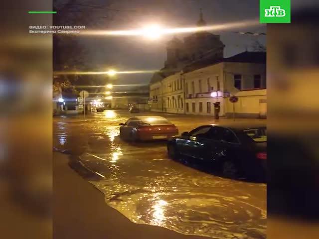 Прорыв канализации в центре Москвы