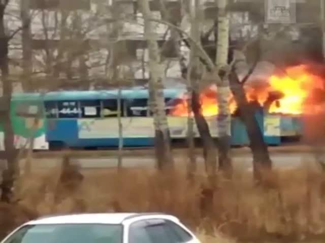 Горящий трамвай прокатился по Хабаровску
