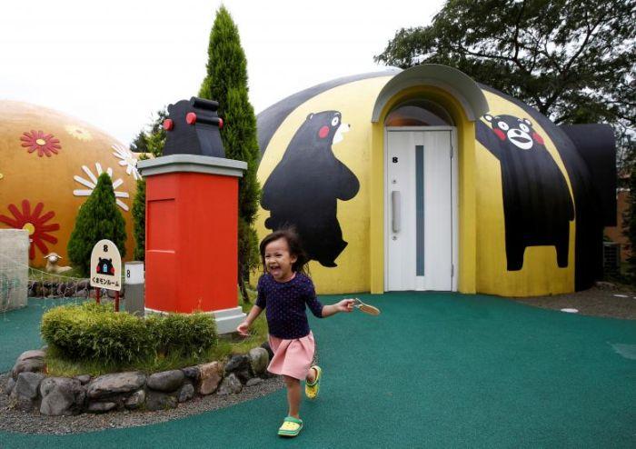 Японцы украсили сейсмоустойчивые дома изображениями Кумамона (6 фото)