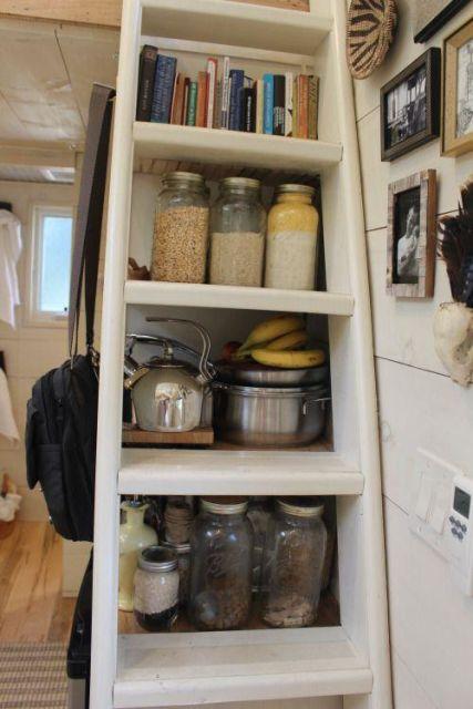 Миниатюрный домик, в котором есть все, что необходимо для жизни (10 фото)