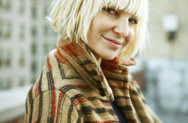 Певица Sia поделилась обнажённым фото до того как это сделают папарацци (2 фото)