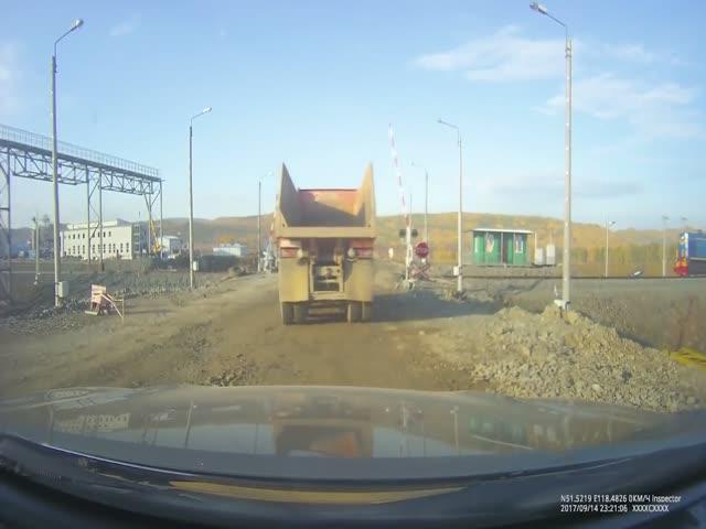 Столкновение поезда с грузовиком в Забайкальском крае