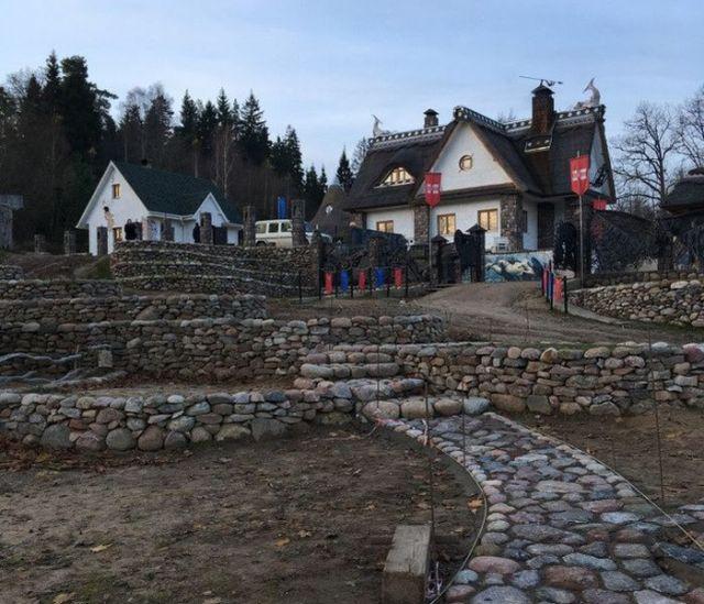 Белорусский предприниматель построил дом-музей, чтобы подарить его жителям города (15 фото)