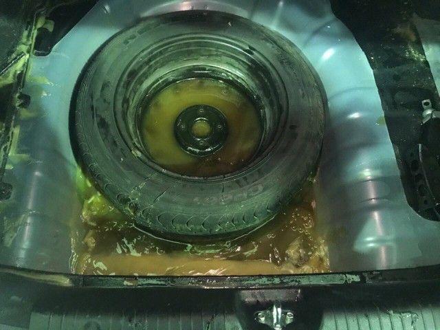 40 кг мёда в багажнике автомобиля (4 фото)