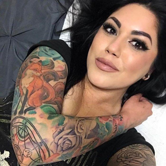 Привлекательные девушки с татуировками (25 фото)