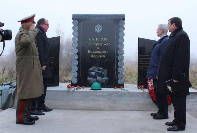 В Ленинградской области установили памятник саперам с орфографической ошибкой (2 фото)