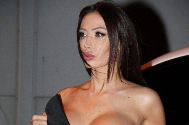 Модель Сорайя Вучелич в нескромном наряде (6 фото)