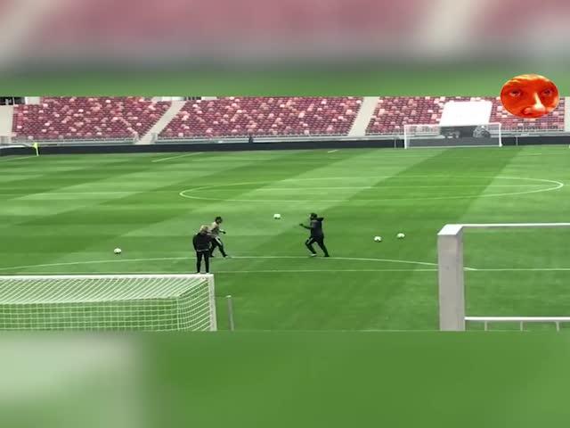 Кака и Хаби Алонсо тестируют официальный мяч ЧМ-2018 Adidas Telstar 18