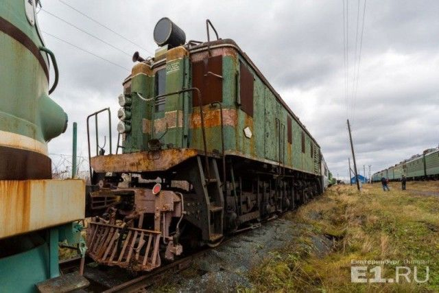 Кладбище старых поездов под Екатеринбургом (28 фото)