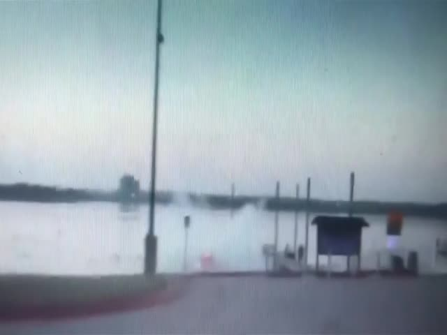 Пьяный американец въехал в озеро, пытаясь оторваться от полицейских