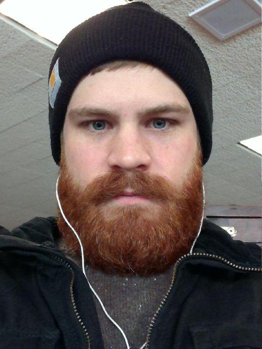 Как 5-месячная борода изменила внешность парня (3 фото)