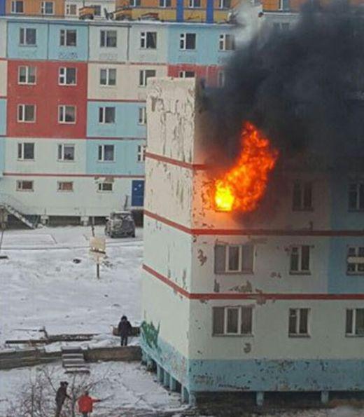 Информация о пожаре в Анадыре попала в соцсети быстрее, чем об этом оповестили МЧС (2 фото)