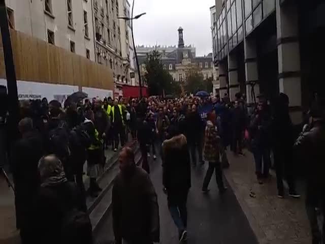 Французы не дали мусульманам провести уличные молитвы