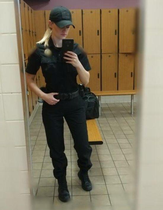 Хейли Дрю - прелестная блондинка, работающая тюремным надзирателем (15 фото)