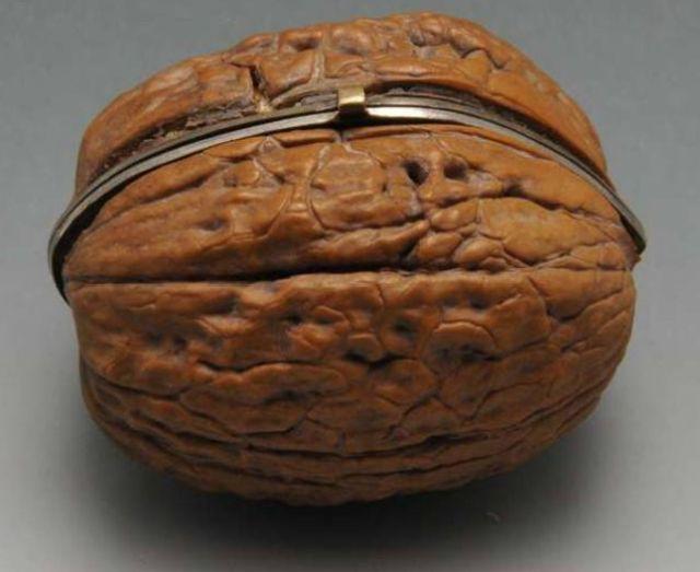 Шкатулка из грецкого ореха (4 фото)