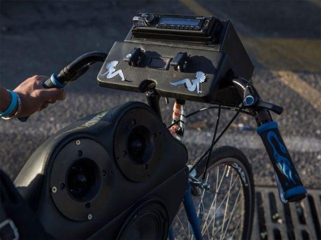 Подростки-меломаны на велосипедах из итальянского Палермо (9 фото)