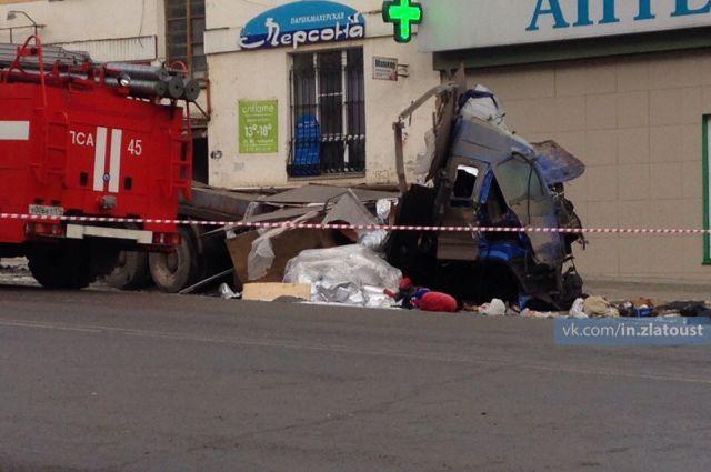 Страшная авария с грузовиком в Златоусте (15 фото + видео)