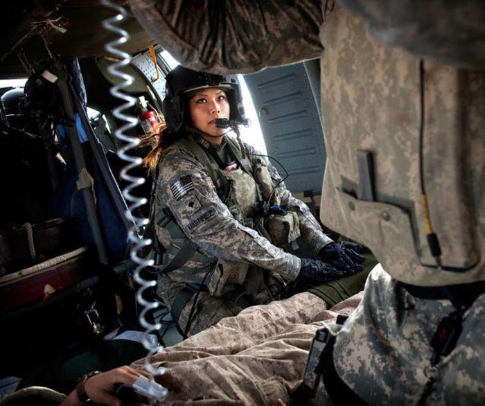 Девушки-военнослужащие (30 фото)