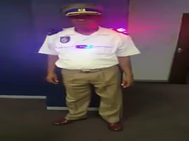 Необычная полицейская форма