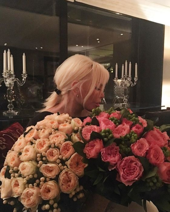 Турецкая певица и актриса Ажда Пеккан, которая удивит вас своим возрастом (14 фото)