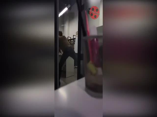 Федор Бондарчук ударил по лицу своего молодого коллегу Александра Молочникова