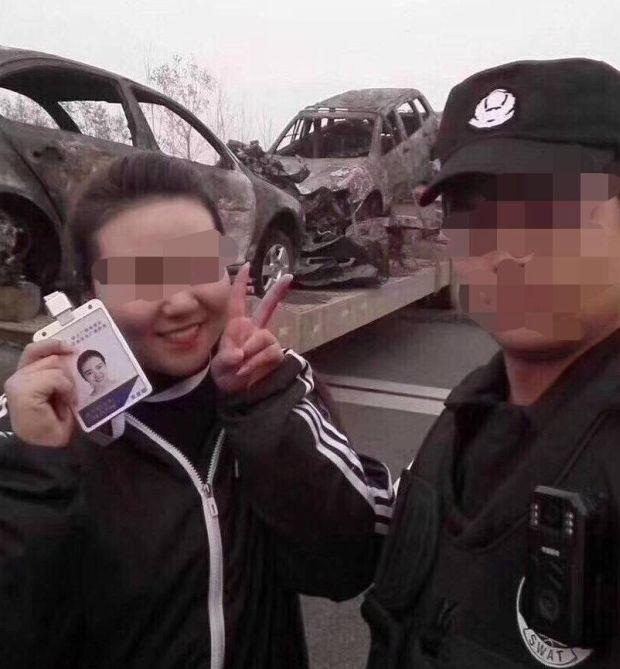 Китайская журналистка лишилась работы из-за фото на месте крупного ДТП (2 фото)