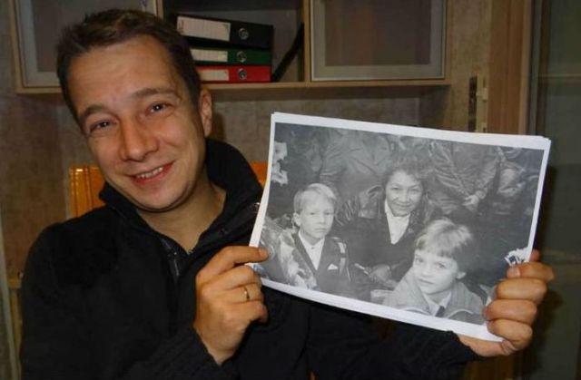 Француженка, нашедшая пленку в старом фотоаппарате, решила найти изображенного на ней мальчика (8 фото)