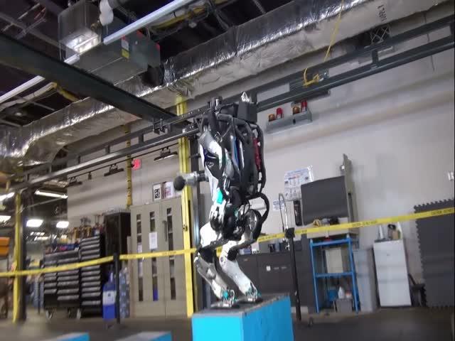 Робот Atlas компании Boston Dynamics научился делать сальто