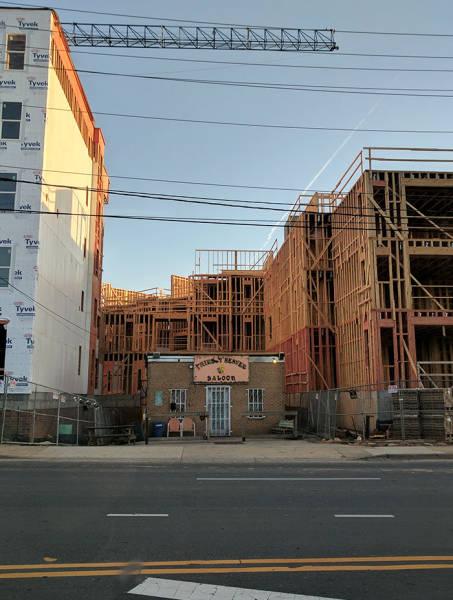 Неуступчивые хозяева домов (26 фото)