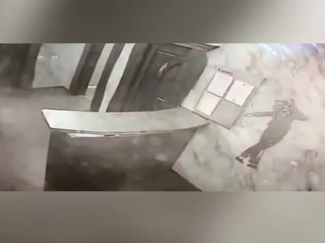 В ночном клубе Ленинск-Кузнецка посетитель открыл стрельбу по охранникам