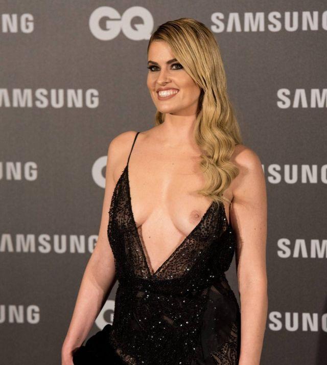 Испанская телеведущая Адриана Абениа «случайно» показала грудь (7 фото)