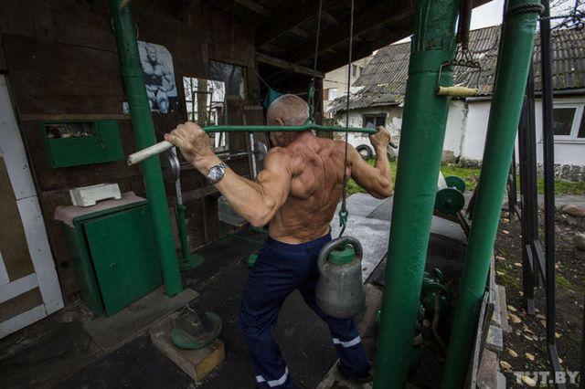 Белорусский культурист отлично выглядит в свои 70 лет (6 фото)