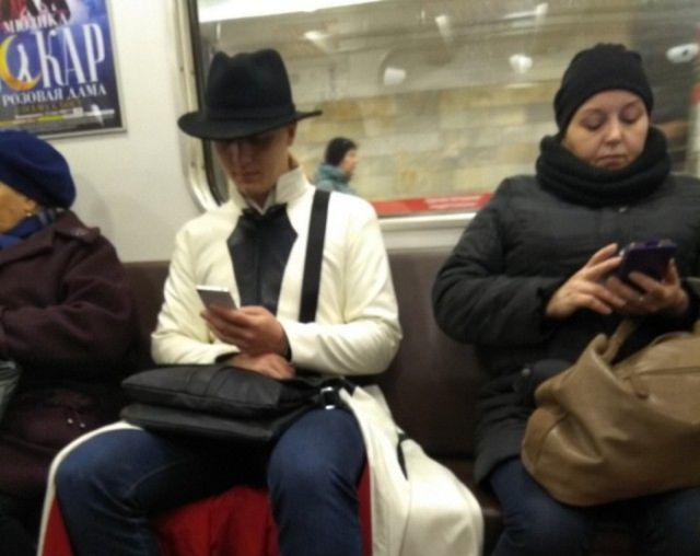 Модные пассажиры метро (22 фото)