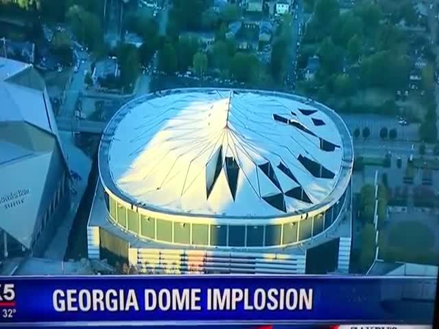 В США взорвали самый большой в мире крытый стадион