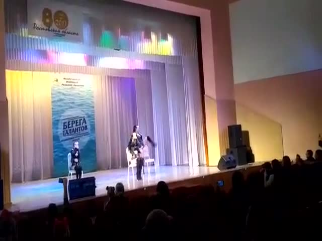 В Таганроге на конкурсе детских талантов показали номер по стрип-пластике