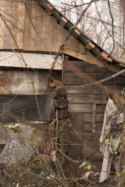 В Ярославле полицейские и чиновники не дают общественникам построить новый дом для пенсионера (5 фото)