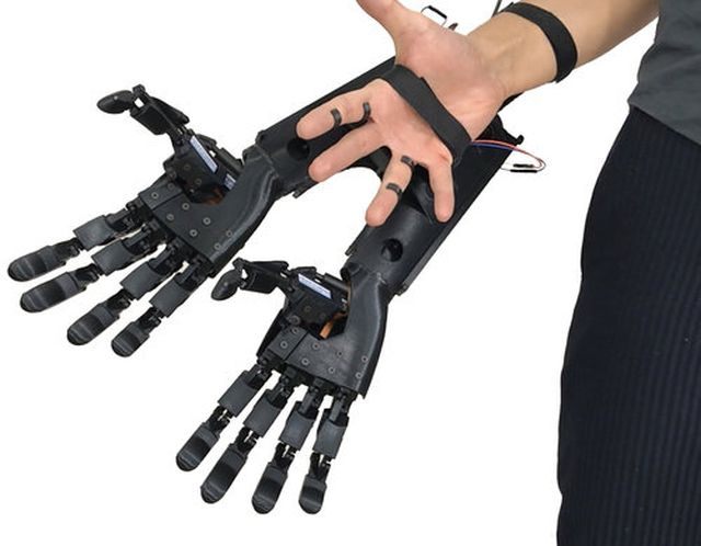 Роботизированная рука (5 фото + видео)