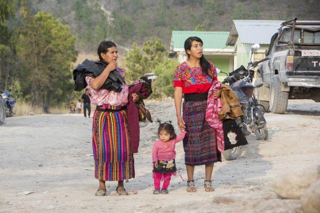 Как обычный человек стал Богом для сельских жителей Гватемалы (10 фото)