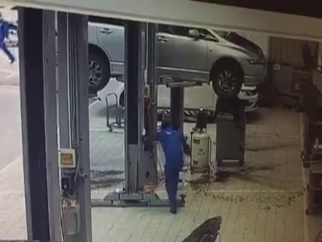 Фейл сотрудника автосервиса