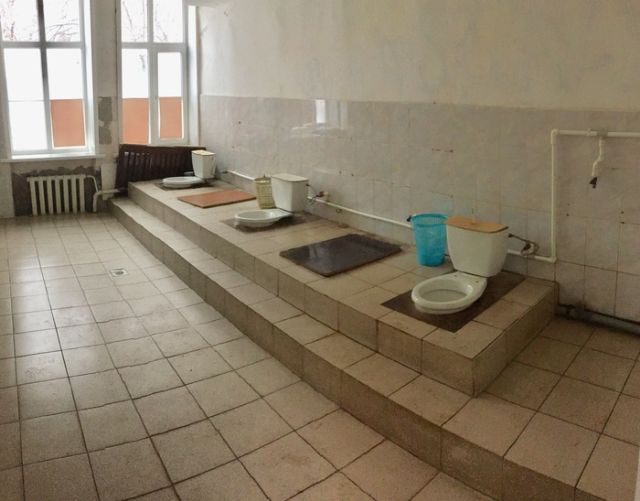 Туалет воронежского дома культуры (2 фото)