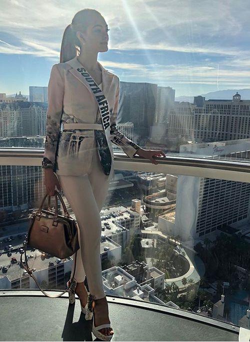 Деми-Ли Нель-Питерс из ЮАР одержала победу на конкурсе «Мисс Вселенная-2017» (18 фото)