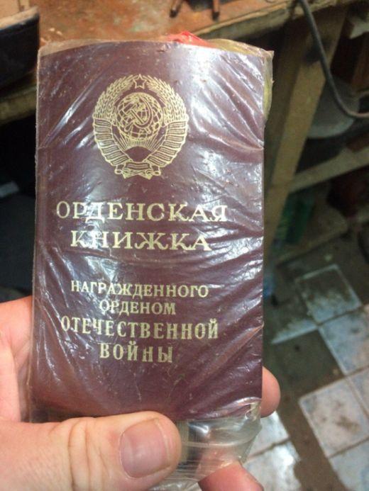 В Волгограде подросток решил обменять награды своего деда на вейп (5 фото)